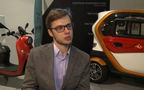Zeroemisyjny pojazd trójkołowy przyszłością usług kurierskich i pocztowych